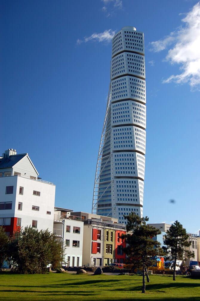 Twisted tower (Turning Torso)