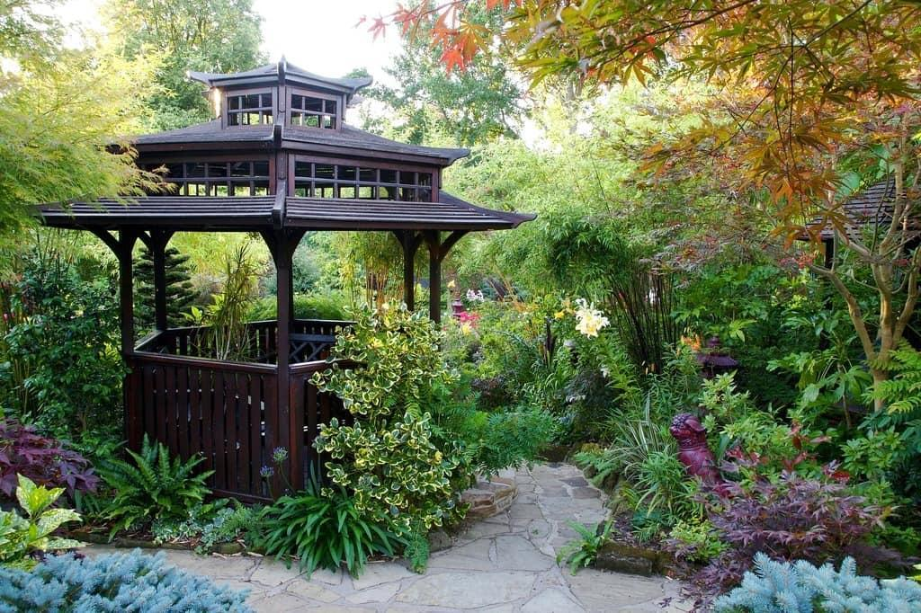 basis of oriental style is the importance of unity with nature for human mental health.