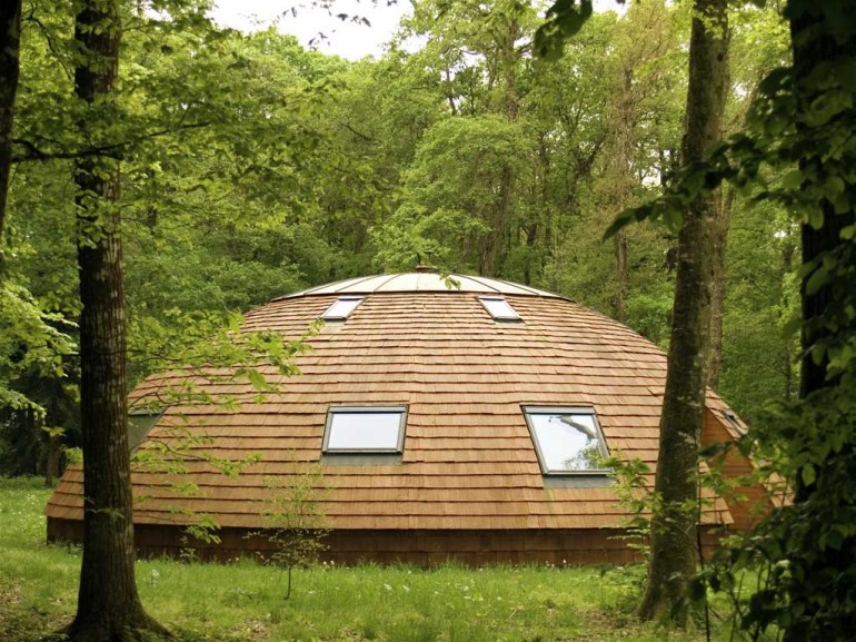 roof is covered with tiles of rot-resistant red cedar