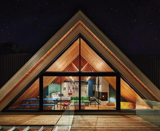 A triangular frame house will emphasize your sense of style