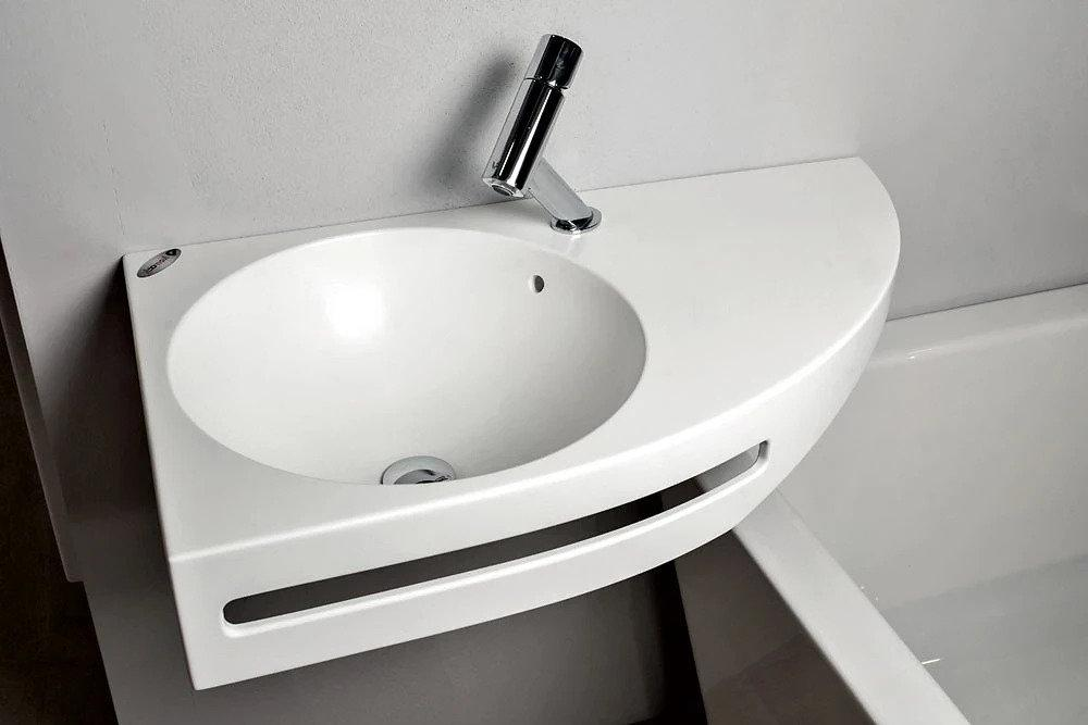 Asymmetric washbasin with towel rail