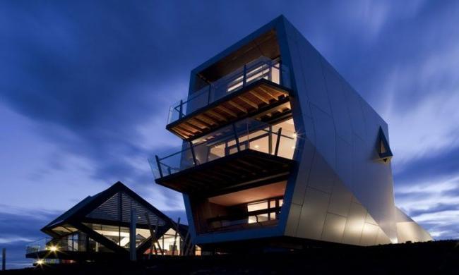 Spectacular high-tech frame house