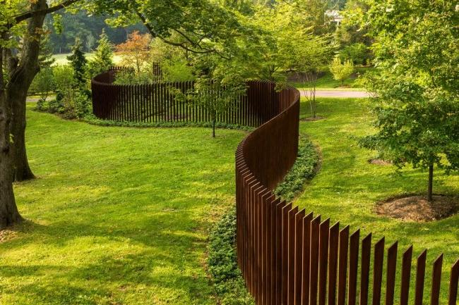 A fence made of a metal picket fence is a fairly new product on the domestic construction market.