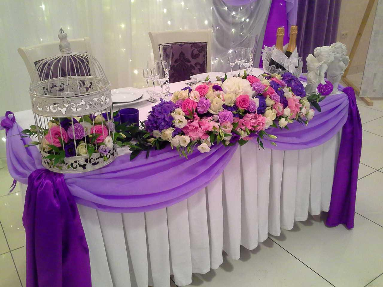 Balls in the decoration of the wedding hall