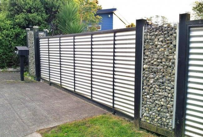 Combined corrugated fence