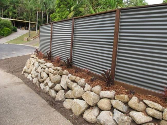 Fence made of corrugated board with decorative design