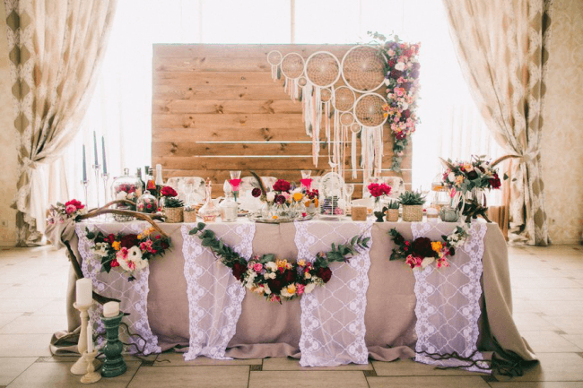Light boho style will help to celebrate in bright natural colors
