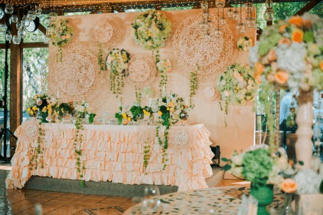 Party room decor in peach tones