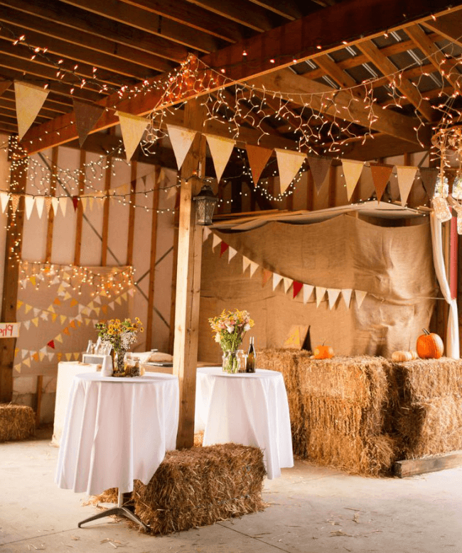 Rustic decor is simple in execution, but looks very interesting