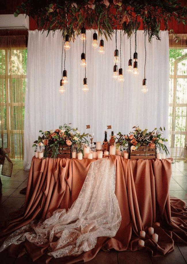 Warm autumn colors for banquet hall decor