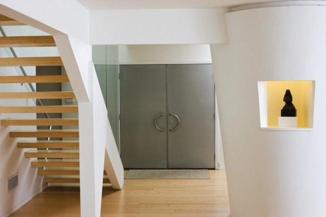 steel entrance door must guarantee protection against external unwanted intrusion