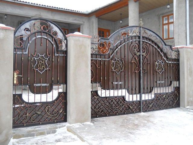 A gate with a wicket will allow you to easily enter the site without opening the gate itself