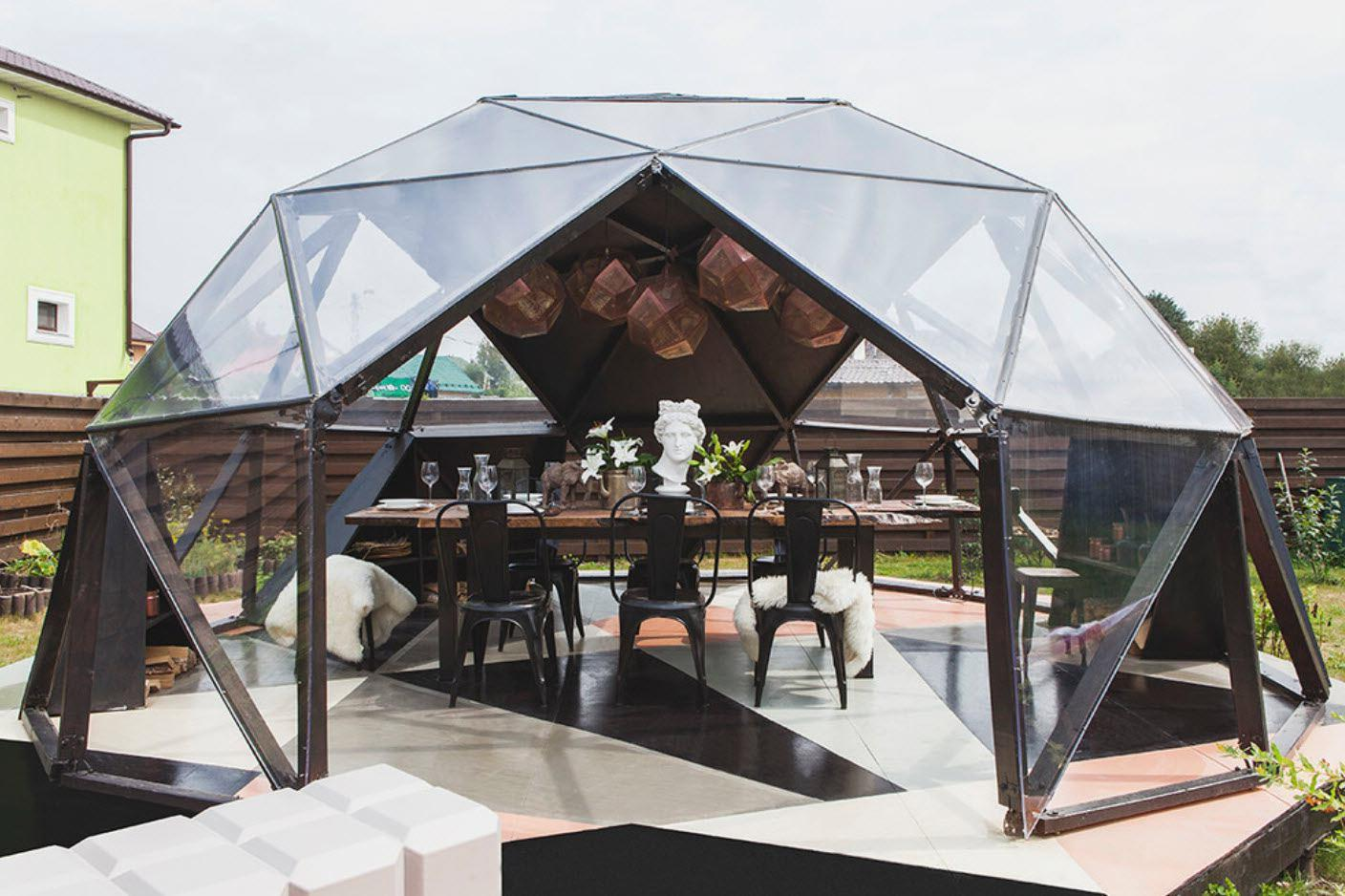 Beautiful gazebo made of polycarbonate - decoration of the whole garden