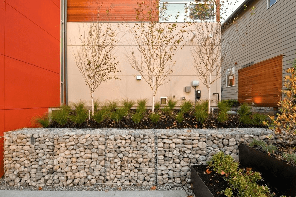 For multi-level lawns and large flower beds, gabion supports are indispensable