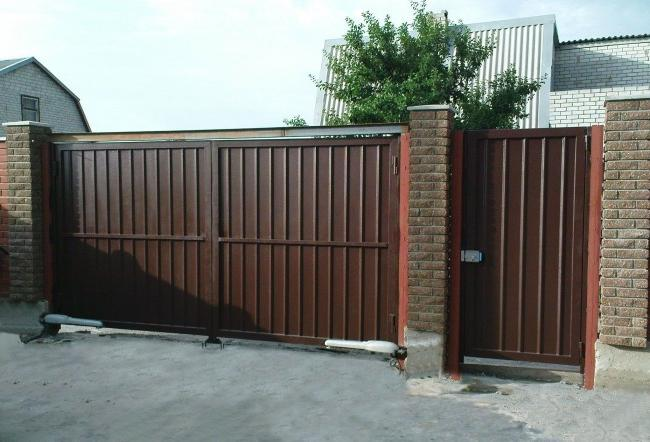 For the convenience of using the gate, you can install automatic opening drives
