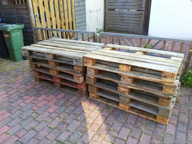 Garden sofa made of pallets