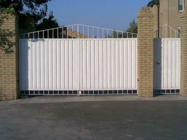Installation of swing gates can be done by hand