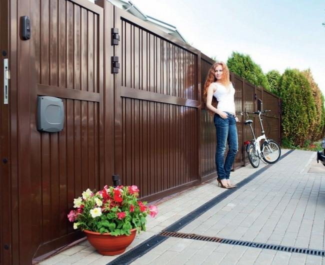 Metal gates - a reliable fence for your yard