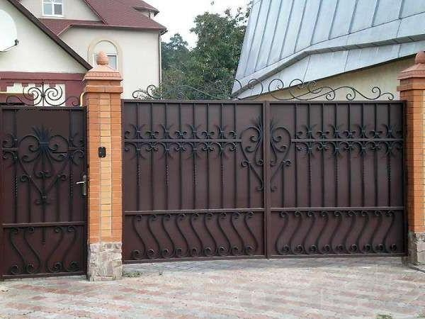 Metal gates require periodic painting