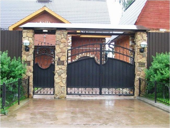 Metal swing gates and wickets with decorative stone pillars