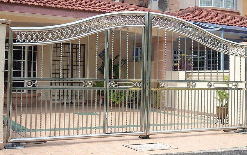 Metal swing gates with a wicket built into the leaf