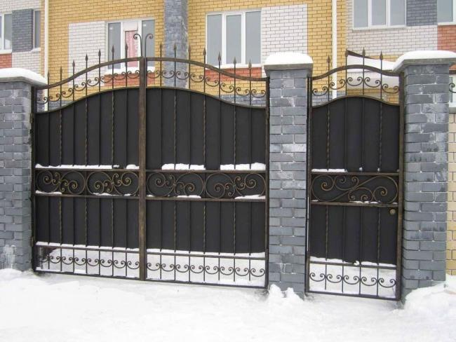 Winter drifts can become an obstacle to opening swing gates and wickets