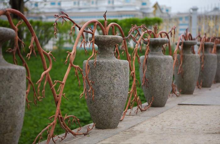 original fencing made of forged and concrete structure